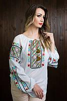 Молодежная белая блуза свободного кроя с цветной вышивкой