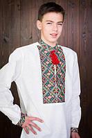 Стильная мужская вышиванка белого цвета