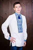 Качественная мужская вышиванка белого цвета с синим орнаментом