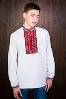 Красивая детская рубашка с вышитой нашивкой на груди и на манжетах