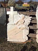 Памятник с ангелом из мрамора