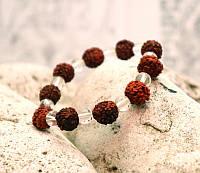 Браслет из плодов Рудракши с бусинами под хрусталь (10 мм)