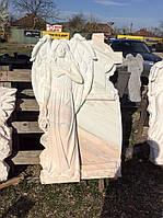 Памятник из мрамора ангел с крестом