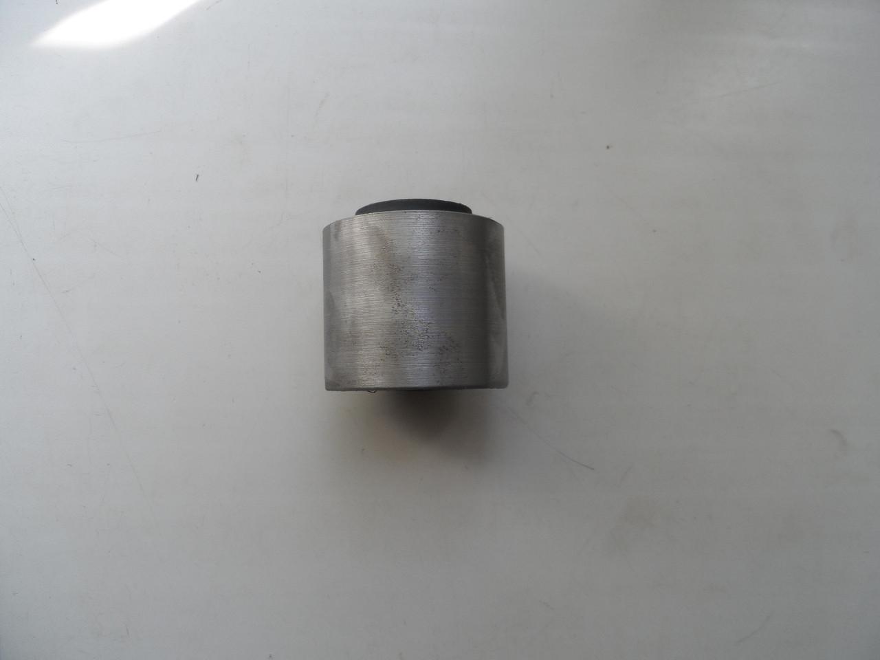 Сайлент-блок тяги верхнего решетного стана