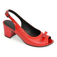 Женские красные кожаные босоножки на устойчивом каблуке
