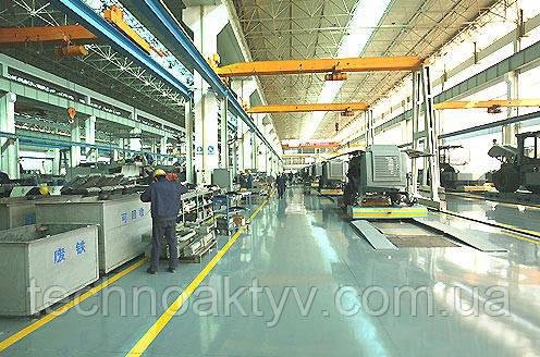 SANY Heavy Industry ЗАО «Компания тяжелой промышленности SANY» (SANY Heavy Industry) создана в 1994 году на капиталовложения Корпорации SANY. Штаб-квартира компании располагается в зоне освоения экономики и техники города Чанша (пров. Хунань, Китай).  SANY Heavy Industry главным образом занимается разработкой, производством и реализацией строительной спецтехники.   Ассортимент производимой продукции включает более 120 моделей в 25 категориях, таких как:  строительные машины,  дорожно-строительная спецтехника,  грузоподъёмные машины и т.д.  Основной продукцией компании SANY являются:   автомобильные бетонные насосы,  буксирные бетонные насосы-прицепы,  стационарные бетонные заводы,  асфальтовые заводы, дорожные катки,  асфальтоукладчики,  автогрейдеры,  автокраны и гусеничные краны. Автобетононасосы, прицепные бетононасосы и полногидравлические дорожные катки марки SANY занимают первое место на рынке Китая, а производительность прицепного бетонного насоса SANY является самой лучшей в мире. Компания SANY считается крупнейшим мировым производителем автомобильных бетонных насосов с длинными стрелами и большим литражем. В настоящее время оборудование подачи бетона и гусеничные краны SANY уже становятся самой известной маркой на территории Китая.