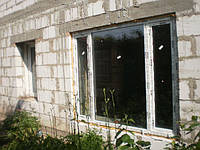 Трехстворчатое металлопластиковое окно Rehau Euro 70