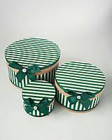 Круглая подарочная коробка ручной работы белого цвета в зелёную полоску