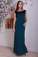 Лаконичное платье с ажурной вставкой