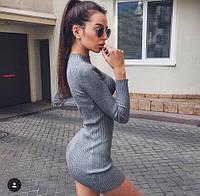 Короткое трикотажное платье с воротником-стойка
