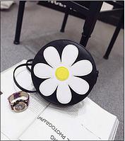 Женская мини сумочка с аппликацией ромашки