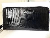 Женский кожаный кошелек- клатч черный, лаковый
