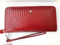 Женский кожаный кошелек- клатч красный, лаковый