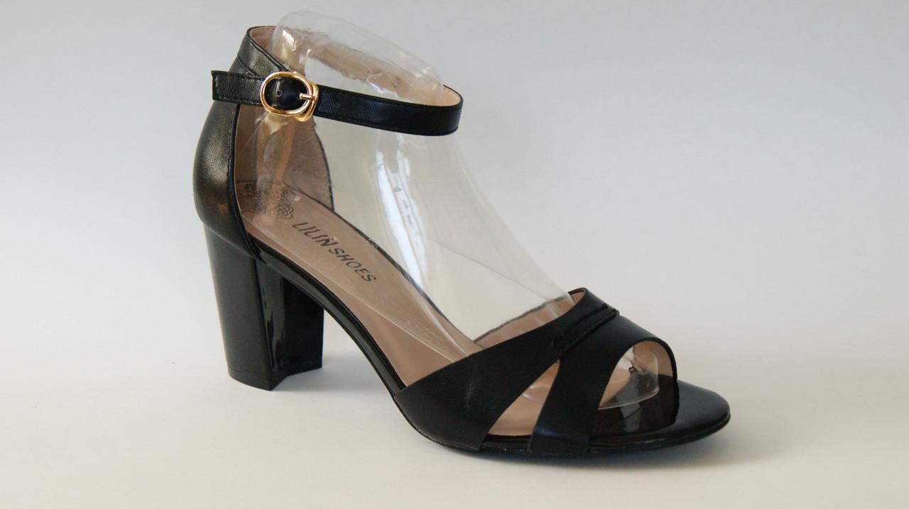 Босоножки черные на устойчивом каблуке
