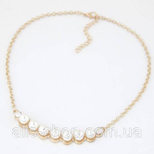Тонкая золотая цепочка с белыми жемчужинами