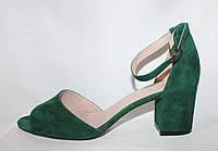 Зеленые замшевые женские летние босоножки на каблуке
