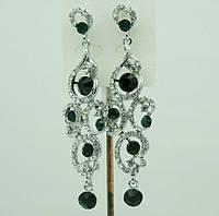 646 Нежные длинные серьги-подвески с зелёными камнями и стразами для выпускного бала.