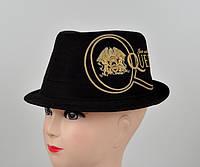 Черная шляпа с принтом