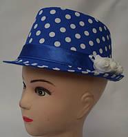 Модная летняя шляпа в белый горох