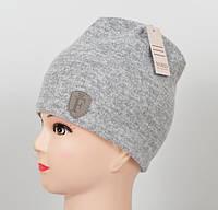 Светло-серая трикотажная шапочка