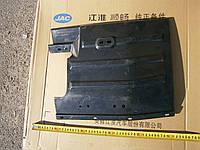 Брызговик колеса переднего правый JAC-1020 (Джак)