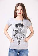 Женская футболка украшена принтом Lady Cat светло-серая