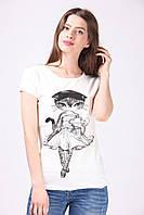 Женская футболка украшена принтом Lady Cat молочная