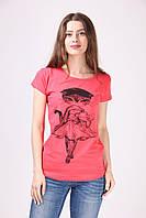 Женская футболка украшена принтом Lady Cat малиновая
