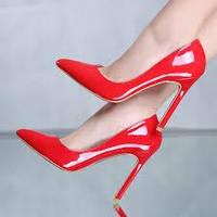 Красные женские туфли-лодочки  с красной подошвой
