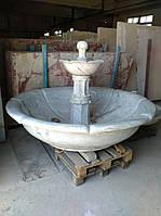 Фонтан уникальный, мраморный, состоит из трех ярусов, весит около одной тонны , имеет световую подсветку