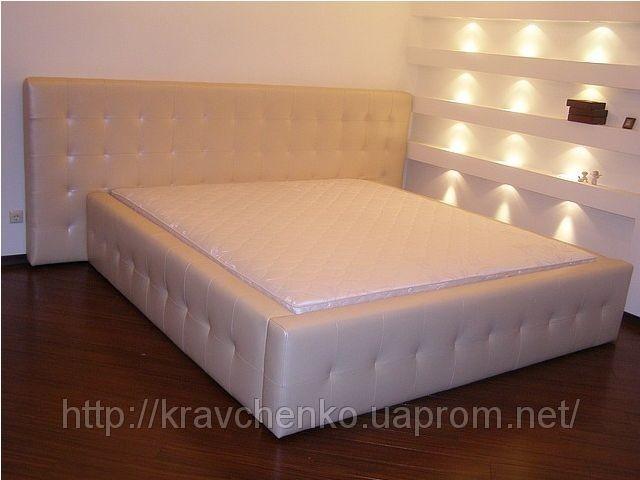 Кровать. Кровать с мягким изголовьем. Кожаная кровать.