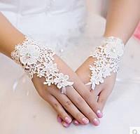 Свадебные кружевные перчатки без пальцев (митенки) с цветком и стразами, белого цвета