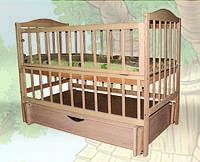 Кровать детская с маятниковым механизмом и шухлядой