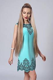 Нарядное бирюзовое платье с рисунком