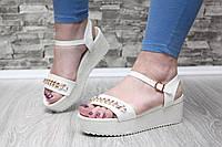 Оригинальные модные босоножки на платформе с цепочкой, белые