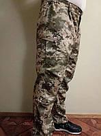 Камуфляжные мужские штаны под ремень с манжетом на резинке.