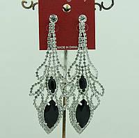 659 Очень длинные лёгкие серьги- подвески на выпускной или свадьбу с белыми стразами и черными камнями.