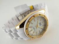 Часы женские Q@Q  кристаллы, цвет белый с золотом, браслет керамопластик, водозащита, IPG, GQ13J001Y