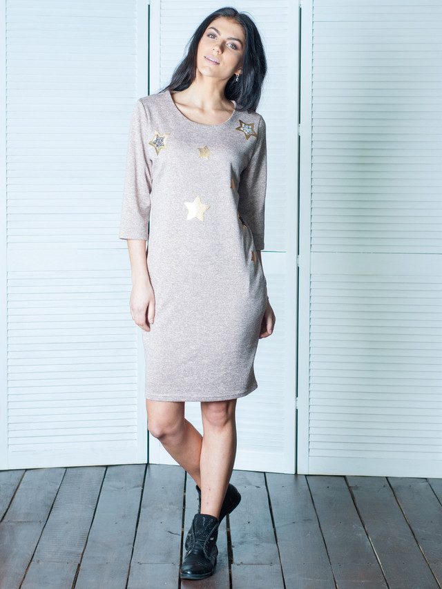 Женское платье со звездочками Диско бежевого цвета