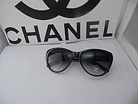 Очки в стиле Chanel с черными линзами и золотой фурнитурой
