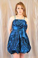 Выпускное открытое платье с юбкой-баллон, украшенное цветком