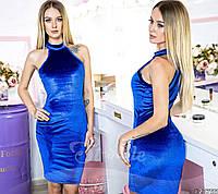 Элегантное бархатное платье, идеально сидит по фигуре, повторяя все линии и изгибы силуэта.