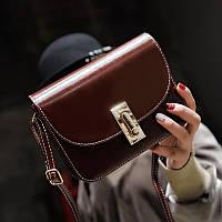 Маленькая лаковая женская сумка через плечо