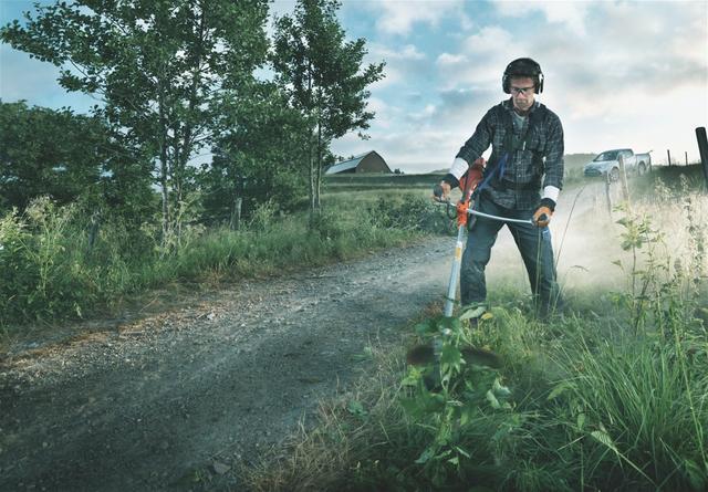 Кошение густой травы мотокосой Husqvarna 153 r