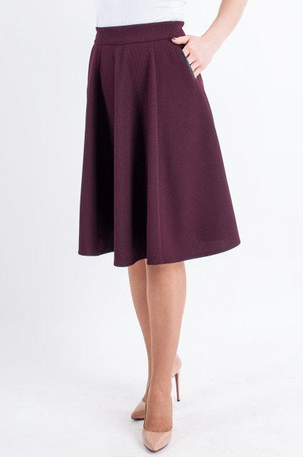Стильная росклешонная юбка бордового цвета на резинке