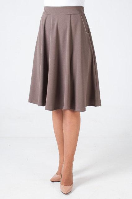 Расклешонная женская юбка на резинке молочного цвета сзади с молнией
