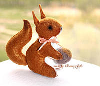 Белочка из фетра с орешком, игрушка белка, карманная белочка