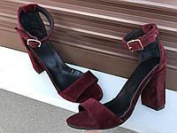 Женские замшевые босоножки на каблуке бордо