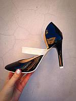Удобеные кожаные туфли на шпильке