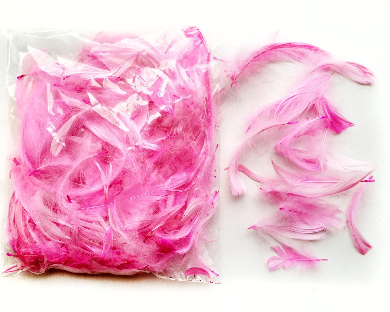 Перья декоративные розовые 120 шт